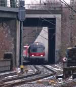 gelungen-oder-nicht/48330/zuschnittsvariante-ii-hoehe-gekuerzt-breite-beibehalten Zuschnittsvariante II: Höhe gekürzt, Breite beibehalten. Jetzt wird der Zug leider langsam unscharf.